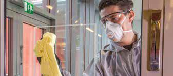 Étape 0: Nettoyer d'abord la surface à l'aide de produit à vitre