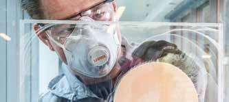Étape 5 : Polir avec de la pâte de lustrage du verre Polarshine E3. Utiliser une polisseuse rotative Mirka PS 1437 ou une polisseuse rotative sans aspiration